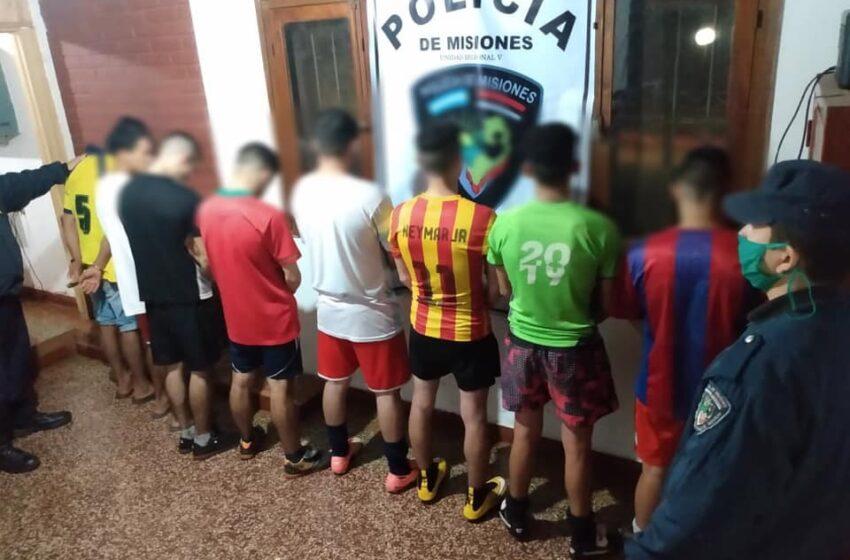 Incumplieron la cuarentena jugando al fútbol en una cancha: 8 demorados