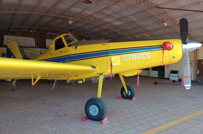 Llegó a Eldorado uno de los aviones hidrantes de Arauco Argentina para combatir focos en el Alto Paraná