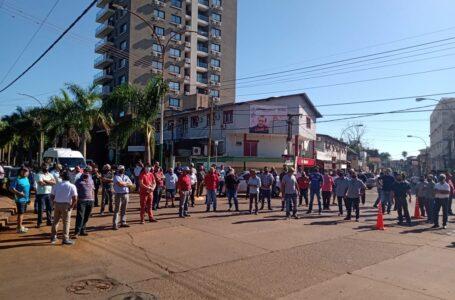 Trabajadores del volante de Iguazú reclaman al Ministro de Hacienda de Misiones respuestas sobre los compromisos ya firmados