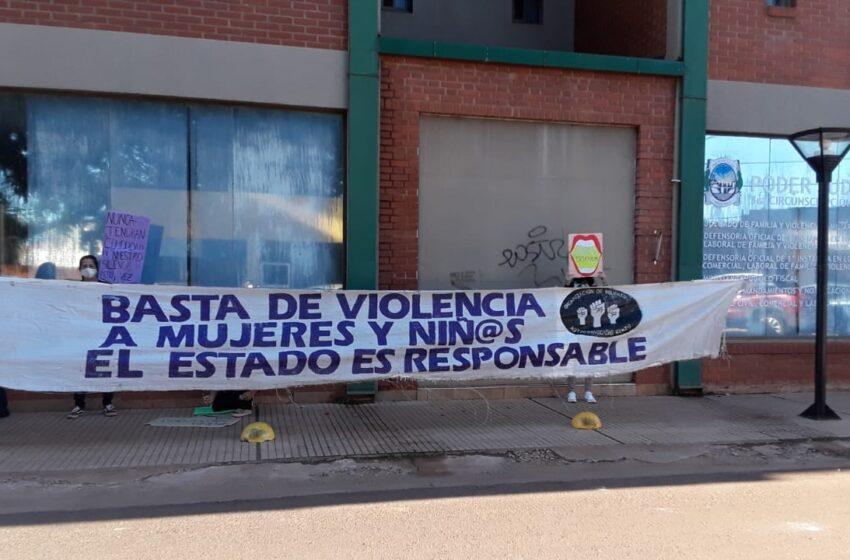 Mujeres Autoconvocadas marcharon desde el Juzgado de Familia hasta el Juzgado de Instrucción de Iguazú solicitando la remoción inmediata del Juez de Familia denunciado por acoso y abuso sexual simple
