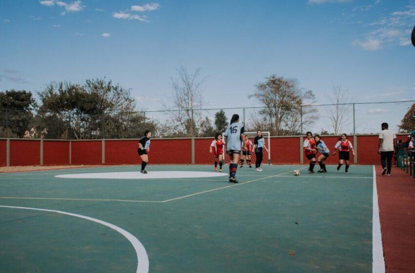 El gobernador inauguró un playón deportivo en Puerto Esperanza