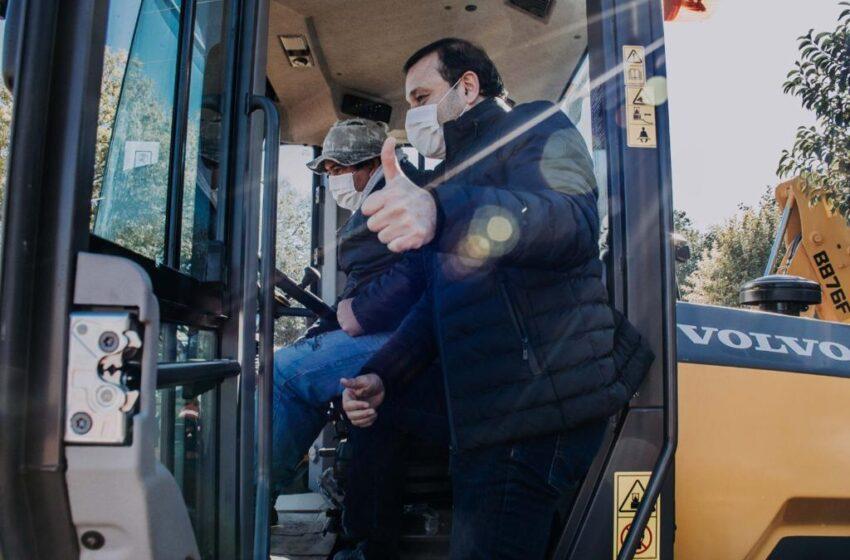 Herrera Ahuad entregó maquinaria vial para potenciar las obras públicas en diferentes municipios