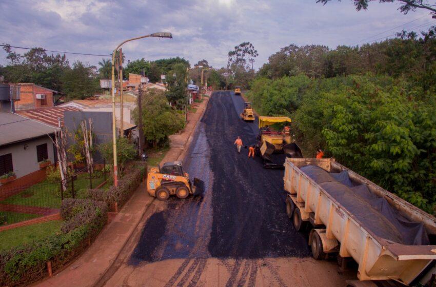 Vialidad de Misiones ejecuta el plan de asfalto sobre empedrado para 200 cuadras de Iguazú