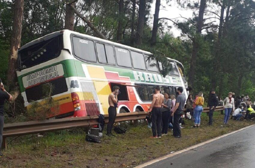 Un fallecido en el despiste de un colectivo sobre la ruta 12