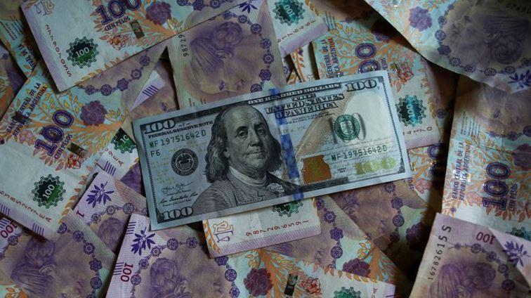 El peso está entre las monedas más devaluadas del mundo, junto a Venezuela, Zimbabue y otros países en crisis o guerra